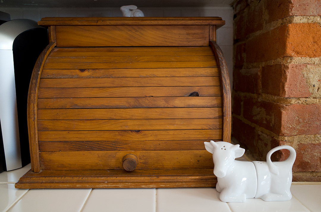 farmhouse kitchen breadbox
