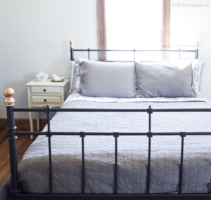 Transform Any Bedroom Into A Beautiful Farmhouse Bedroom In Just One Step  With One Of These. Metal Farmhouse Beds: