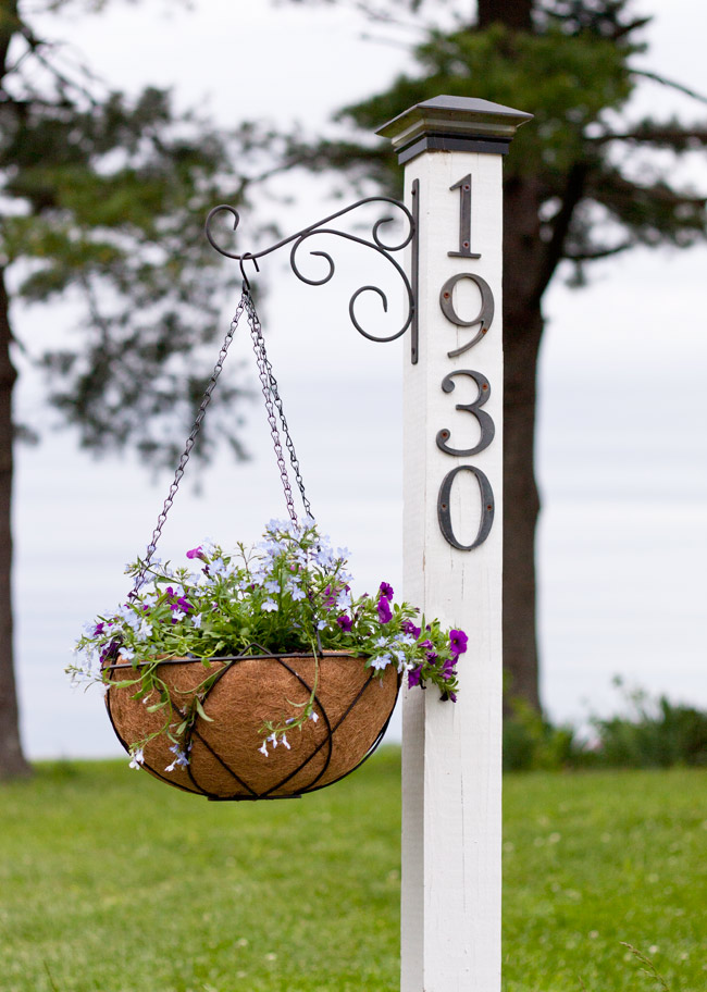 Brighten up your porch and garden with easy farmhouse style planters.