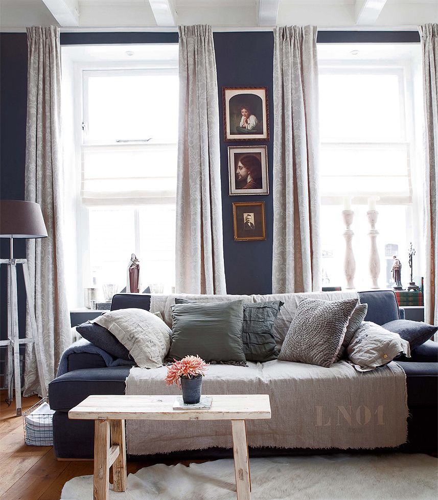 navy white living room hello navy colors for a moody living room hello farmhouse 13723