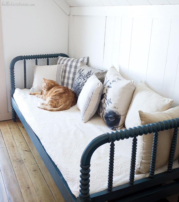 Transform any bedroom into a beautiful farmhouse bedroom in just one step with one of these 15 stunning farmhouse beds.