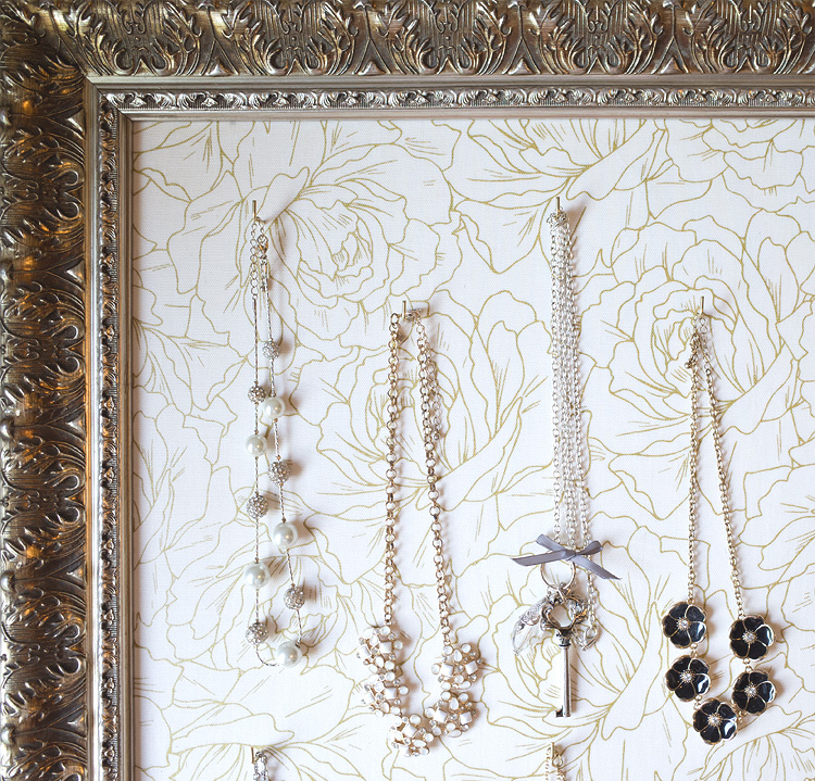 Organize your necklaces in a beautiful frame