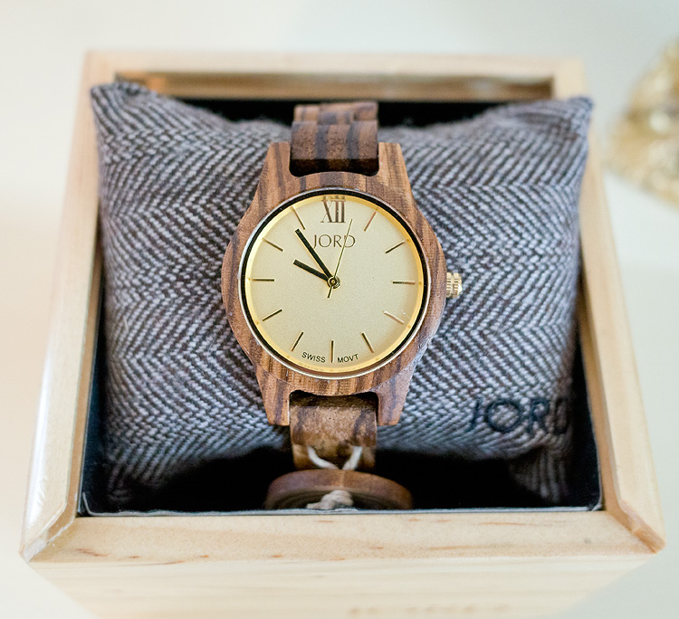 Jord Frankie 35 Wooden Watch @jordwoodwatches https://www.woodwatches.com/series/frankie-35/zebrawood-and-champagne/#hellofarmhouse